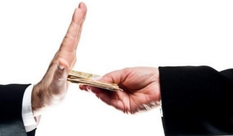 Что делать,если Вас склоняют к получению взятки?